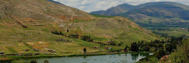 La Laguna de Ñahuimpuquio y Sitio Arqueológico Arwaturo